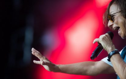 Coronavirus, cantanti italiani fanno concerti in streaming