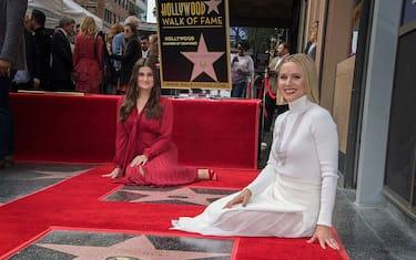 HERO1-Kristen-Bell-Idina-Menzel-walk-of-fame-getty