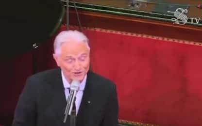 """Amedeo Minghi in Senato canta dal vivo """"Vattene amore"""". VIDEO"""
