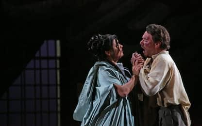 Scala, attesa per la Tosca: le prime foto di scena