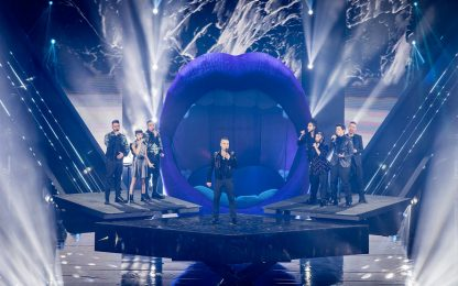 X Factor 13, Robbie Williams duetta con i concorrenti. FOTO
