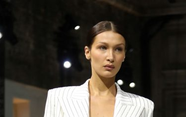 GettyImages_Bella_Hadid_Paris_Fashion_Week_2020_Hero_orizzontale_2