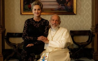 The New Pope, Sharon Stone special guest in Vaticano. VIDEO
