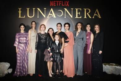 """""""Luna Nera"""", la prima serie fantasy italiana su Netflix dal 31 gennaio"""