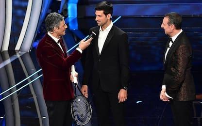 Sanremo 2020, Novak Djokovic canta con Fiorello e Amadeus