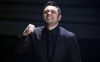 Sanremo: Tiziano Ferro canta Mia Martini, stona e piange