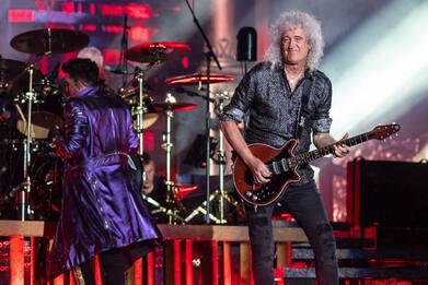 Coronavirus, Brian May insegna Bohemian Rhapsody ai fan in quarantena