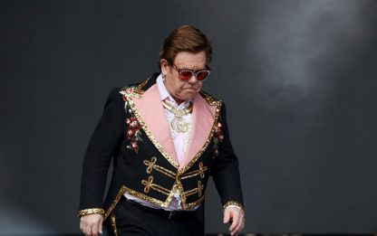 "Elton John interrompe concerto a Auckland: ""Ho la polmonite"". VIDEO"