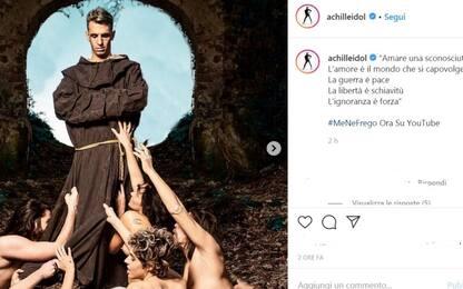 """Achille Lauro, nel video di """"Me ne frego"""" è Gesù e San Francesco"""