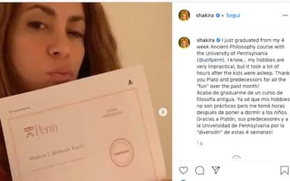 Shakira ottiene il diploma di filosofia antica in sole 4 settimane