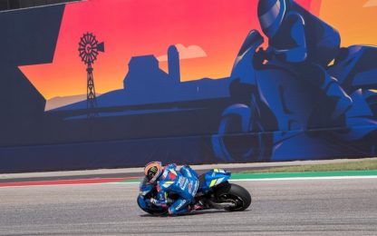 MotoGP Austin, Rins trionfa su Rossi. Marquez cade e si ritira