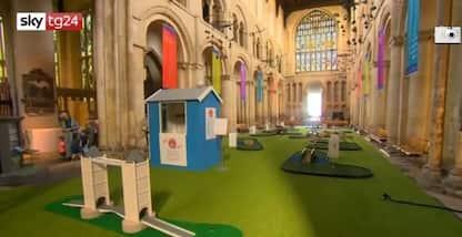 Kent, un campo da minigolf nella cattedrale
