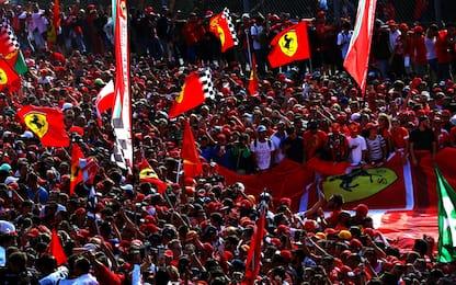 F1, festa Ferrari a Monza, marea rossa sotto il podio. FOTO
