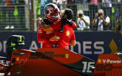 F1, qualifiche Gp Singapore: pole per Leclerc, secondo Hamilton. VIDEO