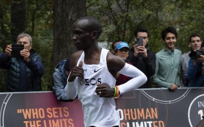 "Eliud Kipchoge corre una maratona sotto le due ore: ""Ho"
