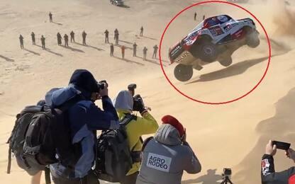 Dakar 2020, pauroso incidente per Alonso: l'auto si ribalta sulla duna