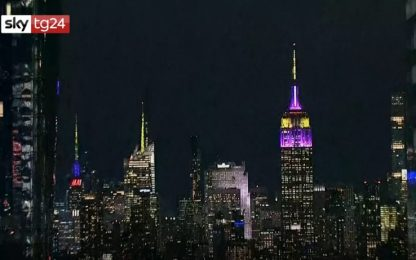 Empire State Building si tinge di giallo-viola per Kobe Bryant. VIDEO