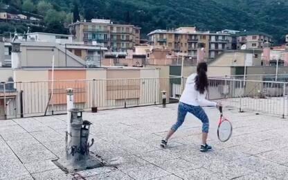 Coronavirus, a Finale Ligure partita di tennis sui tetti. VIDEO