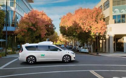 Auto a guida autonoma, proposta della California: passeggeri a bordo