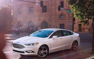 Ford-Fusion-wins-2017-Motorweek-Award