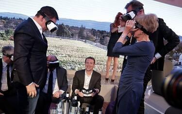 Getty_Images_Mark_Zuckerberg_occhiali_isolamento