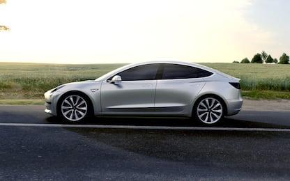 Tesla Model 3: tutte le caratteristiche dell'auto elettrica