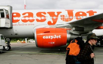 Easyjet annuncia licenziamenti: tagli fino al 30% del personale