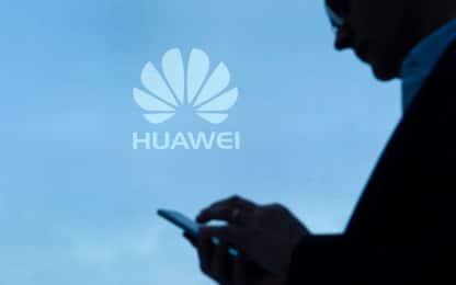 Huawei lancia Nova 4: smartphone con foro e fotocamera da 48 megapixel