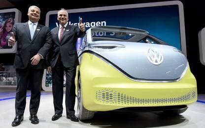 Volkswagen, svolta a metà: sì a elettrico ma investimenti sul diesel