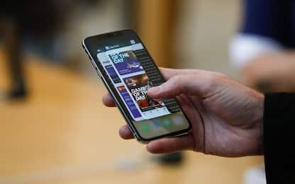 Smartphone rallentati, Antitrust: procedimenti contro Apple e Samsung