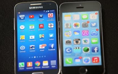 """Samsung: """"Non rallentiamo smartphone"""". Denuncia per Apple in Sudcorea"""