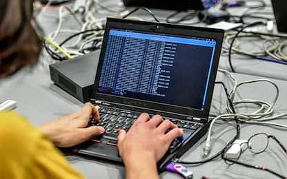 """Attacco hacker ai tribunali, lo Stato: """"Cambiate password della Pec"""""""