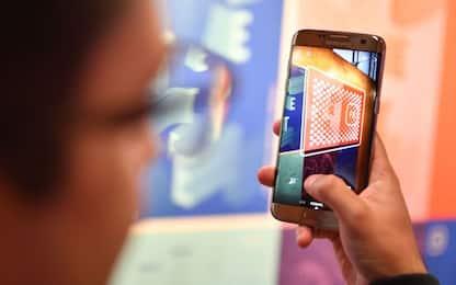 La luce blu emanata dagli smartphone può fare male alla vista