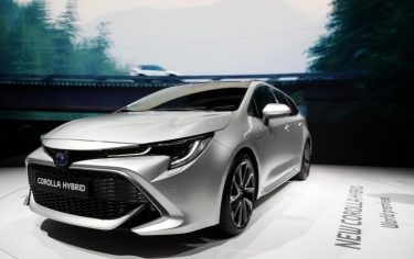 Toyota_corolla_hybrid_737x462
