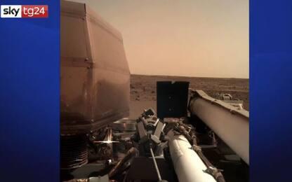 Marte, la sonda Insight si è posata sul pianeta rosso: la prima foto