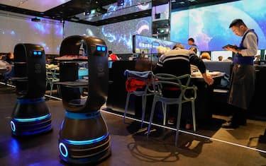 1Agenzia_Fotogramma_ristorante_pechino_camerieri_robot