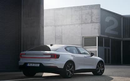 Volvo, Polestar 2 è realtà: tutto sulla berlina elettrica anti Tesla