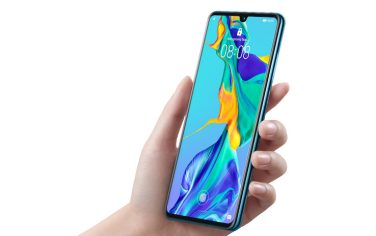 1P30_Front_45_right_in_hand_huawei