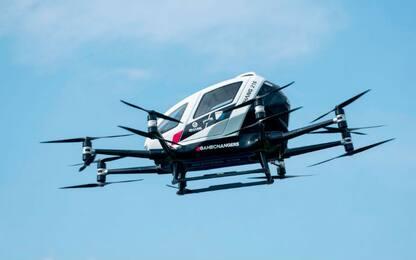 Roma, fa volare un drone nella piazza del Colosseo: denunciato
