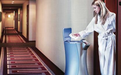 Ecco il robot che prende l'ascensore e serve in camera. VIDEO