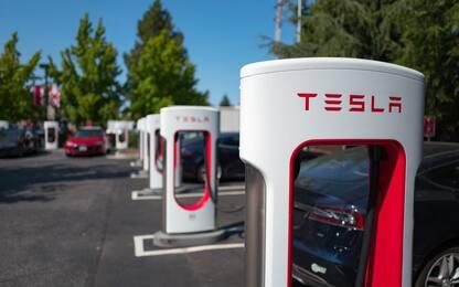 Tesla supera Volkswagen, è seconda al mondo per valore. FOTO