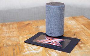 X Factor 2018, i concorrenti interagiscono con un dispositivo Amazon Echo