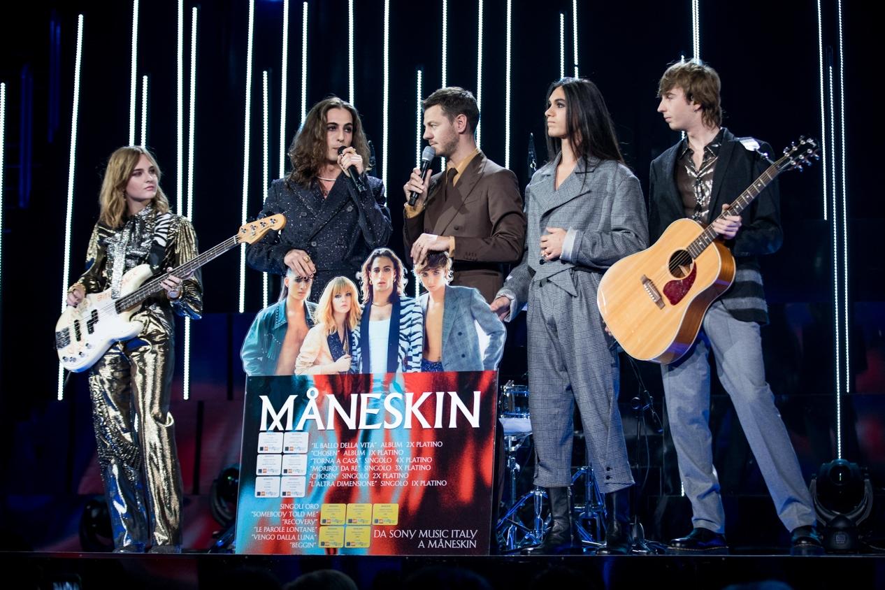 "I Måneskin cantano ""Le parole lontane"" ai Live di X Factor VIDEO"