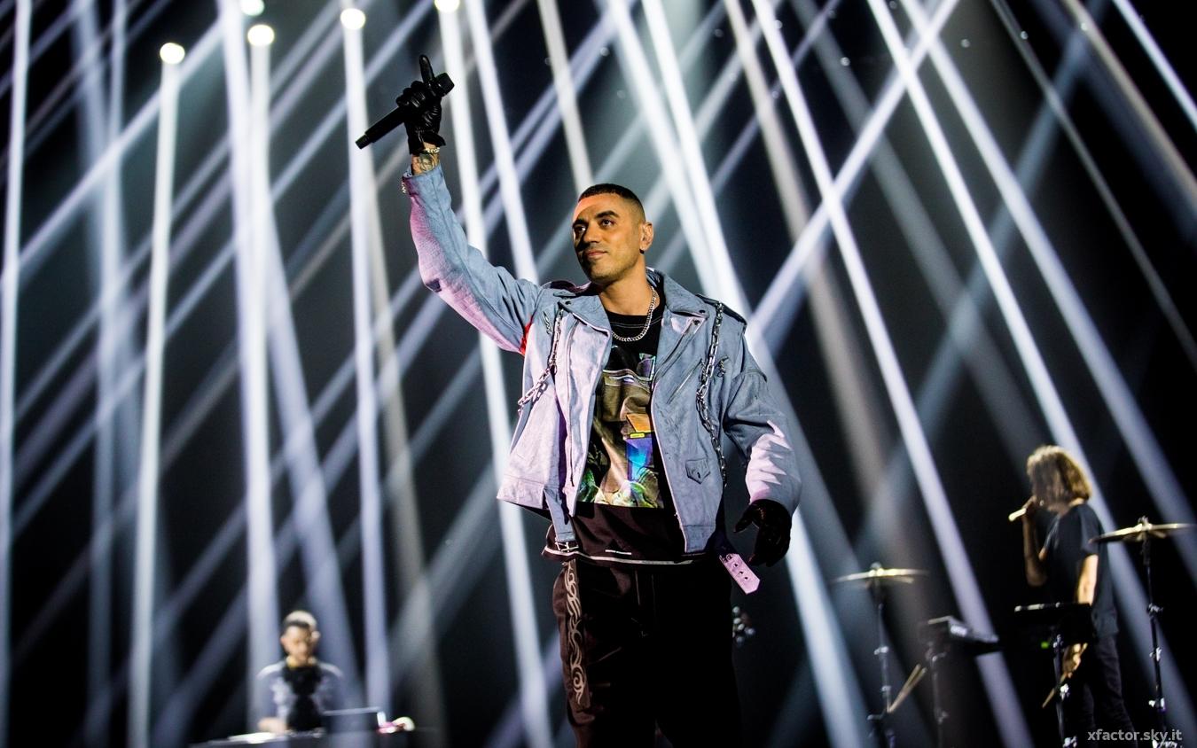"""Marracash canta """"Greta Thunberg"""" e """"Buoni a cadere"""" ai Live di X Factor VIDEO"""