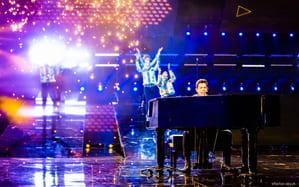 """Davide Rossi canta """"Don't Stop Me Now"""" dei Queen ai Live di X Factor VIDEO"""